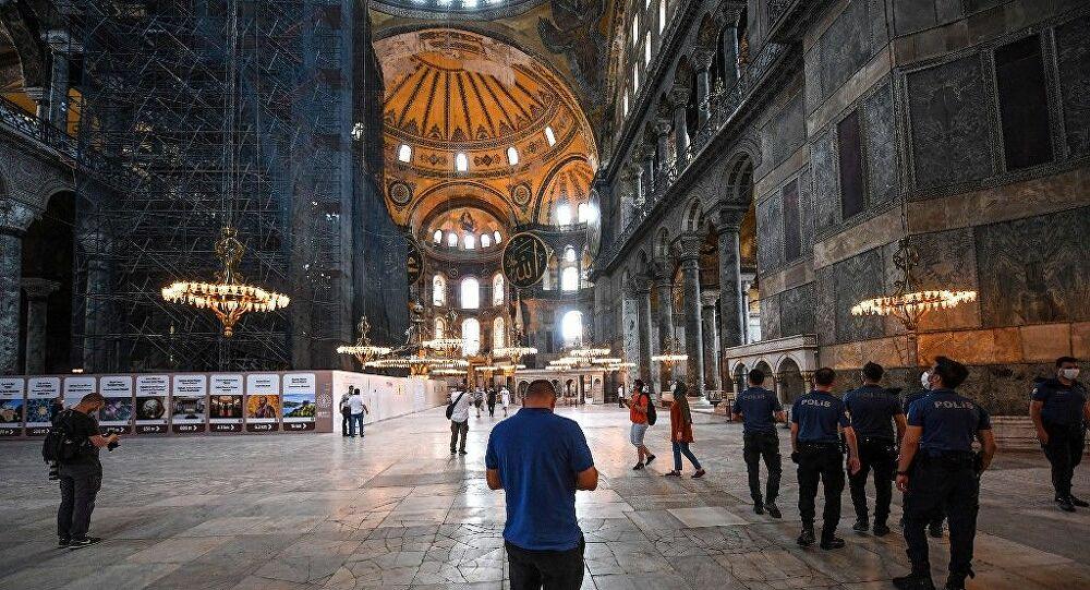 Αγία Σοφία: Ετοιμάζει υπερθέαμα ο Ερντογάν για τη μετατροπή σε τζαμί με λέιζερ και χαλιά