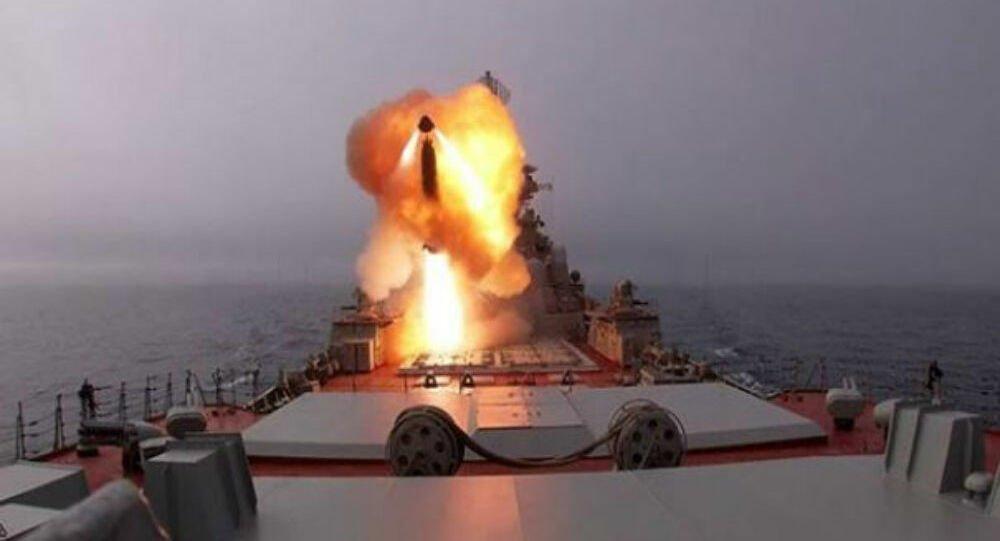 Το τρομερό πυρηνοκίνητο καταδρομικό Pyotr Velikiy εκτοξεύει πυραύλους κρουζ – Βίντεο