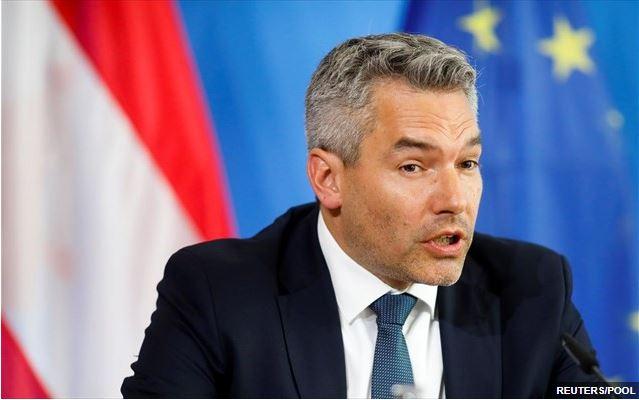 Ο Αυστριακός υπ. Εσωτερικών υποψιάζεται επιρροή της Τουρκίας στις συγκρούσεις στη Βιέννη – Τα κυκλώματα της ΜΙΤ και των Γκρίζων Λύκων