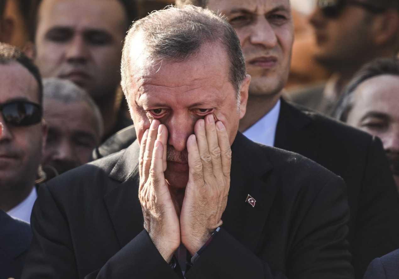 Τα «φρένα» της τουρκικής λίρας έσπασαν – Η θηλιά στο λαιμό του Ερντογάν σφίγγει