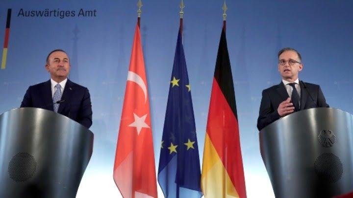 Εποικοδομητικό διάλογο Γαλλίας-Τουρκίας ζήτησε ο ΥΠΕΞ Μάας – M. Τσαβούσογλου: Το Παρίσι να ζητήσει συγγνώμη