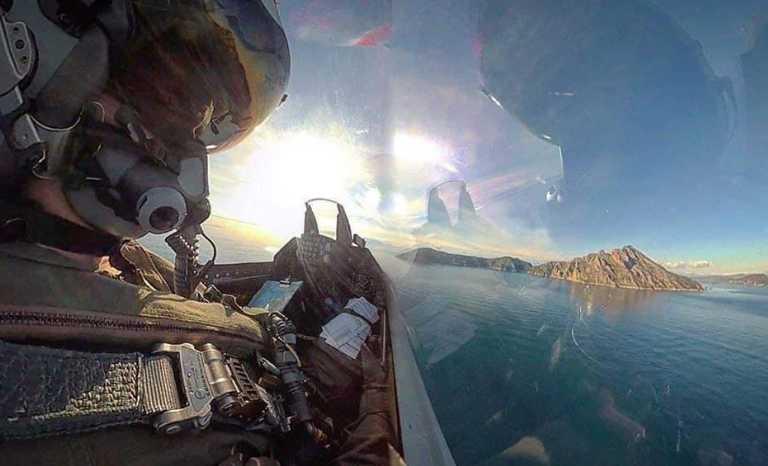 «Ασπίδα» στο Αιγαίο από τα ελληνικά «γεράκια» της Πολεμικής Αεροπορίας – Η πανίσχυρη HAF απέναντι στην «αναιμική» Τουρκική αεράμυνα