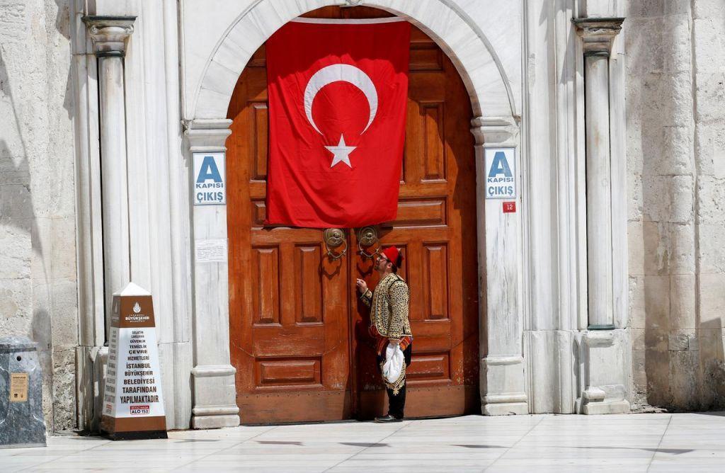 «Πυρπολούν» την τουρκική οικονομία η… Αγία Σοφία και οι προκλήσεις προς την Ελλάδα