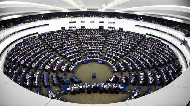 """Ένας Γερμανός στο Ευρωκοινοβούλιο, μας """"παίζει"""" σαν πιόνια στο σκάκι"""