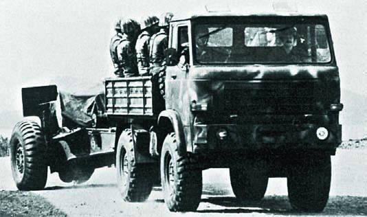 Μέσα στο εργοστάσιο που κατασκευάζονταν ελληνικά αυτοκίνητα και στρατιωτικά οχήματα! (vid)