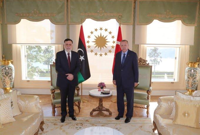 Έκτακτη συνάντηση Ερντογάν – Σάρατζ στην Κωνσταντινούπολη