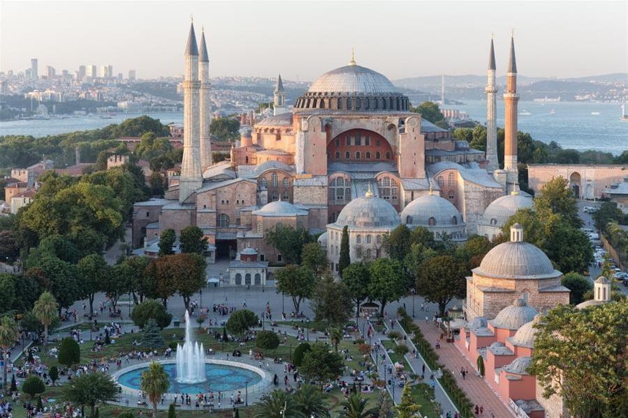 Θέλει να κάνει την Κωνσταντινούπολη δεύτερη Μέκκα