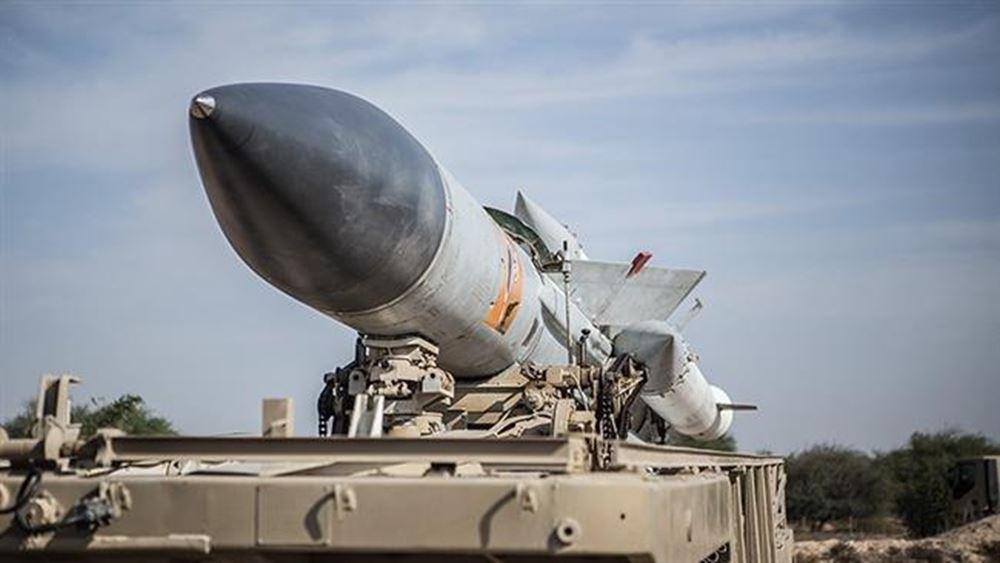 Ιράν: Η Τεχεράνη παρουσίασε έναν νέο βαλλιστικό πύραυλο και ένα πυραύλο κρουζ