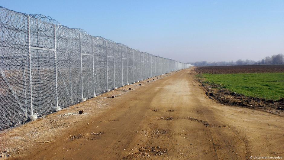 Στα βήματα της Ελλάδας η Σερβία σύμφωνα με τη FAZ: «Ολοκληρώνει την περίφραξη των Βαλκανίων»
