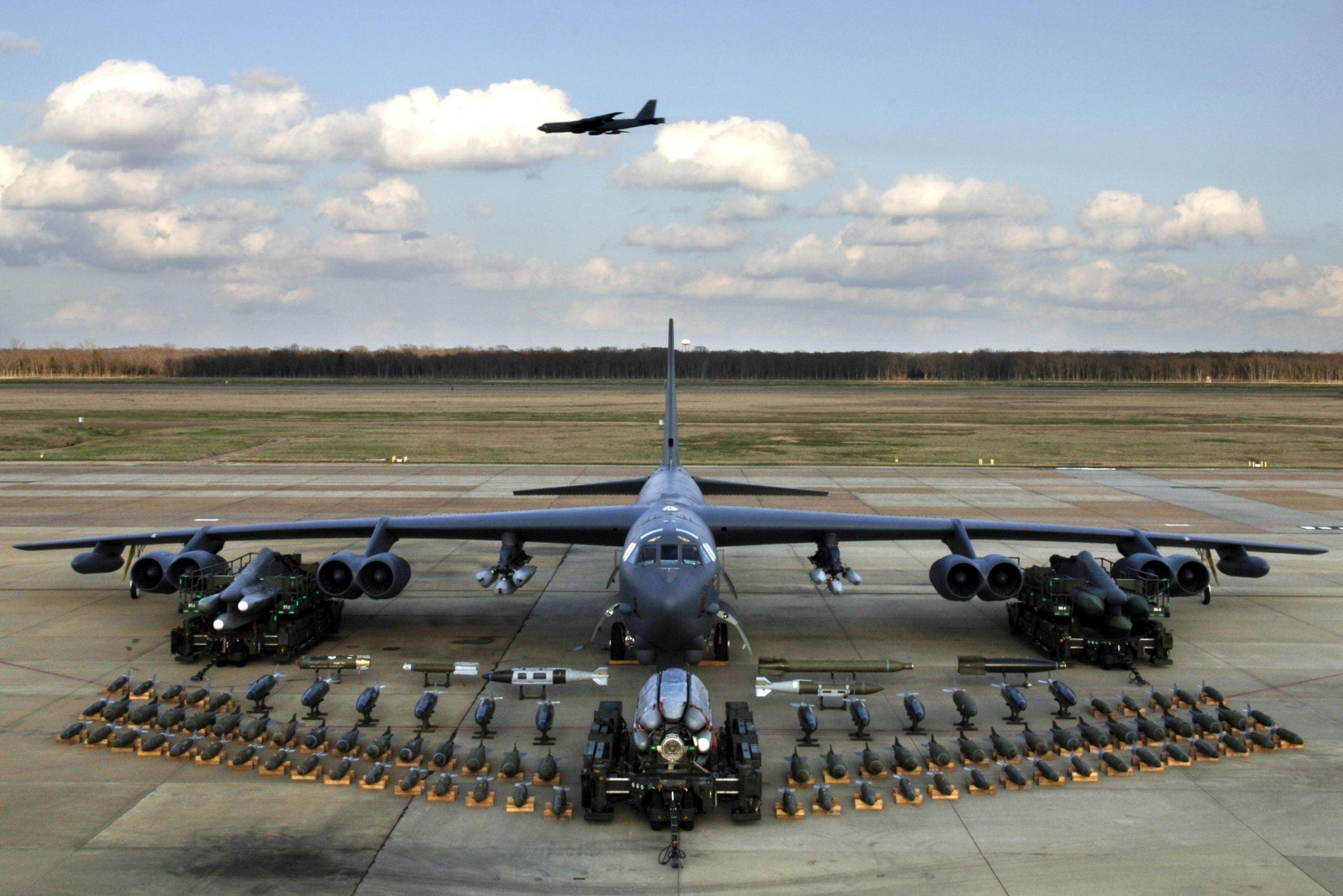 Οι ΗΠΑ δοκιμάζουν την ικανότητα του B-52 να μεταφέρει υπερηχητικό πύραυλο ARRW