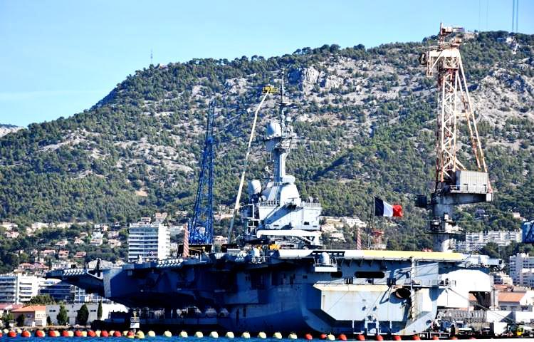 Γαλλικά ΜΜΕ: Το αεροπλανοφόρο «Charles de Gaulle» θα αποπλεύσει για την Ανατολική Μεσόγειο