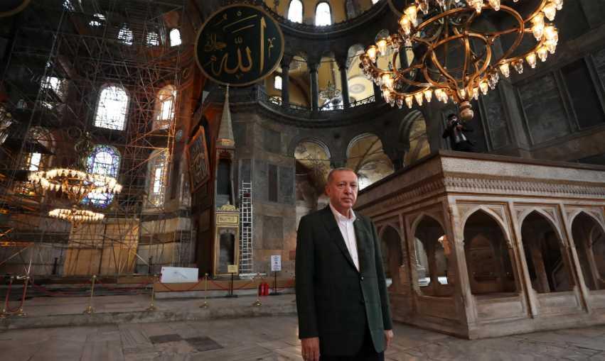 Δημοσκόπηση κόλαφος: «Βουλιάζει» ο Ερντογάν – Αδιαφορούν οι πολίτες για την Αγιά Σοφιά