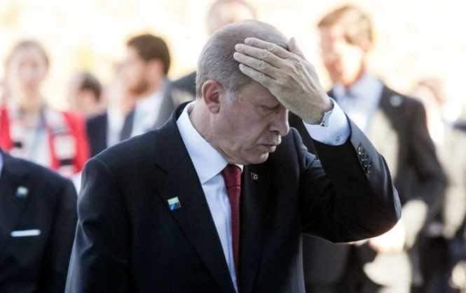 Spiegel: Με την πλάτη στον τοίχο στο εσωτερικό ο Ερντογάν, ψάχνει διέξοδο