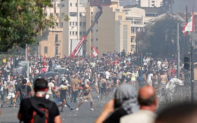 Άνω κάτω ο Λίβανος! Επεισόδια μεταξύ διαδηλωτών-αστυνομίας, καλούν την κυβέρνηση σε παραίτηση – Αυξάνονται οι νεκροί της φονικής έκρηξης