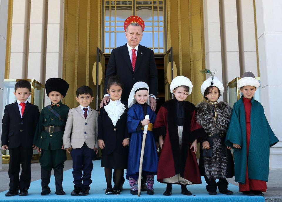 Τ. Ερντογάν: Πουλάει εθνικισμό και νέες «Μικρασίες» – Κλείνει το δρόμο σε αποκλιμάκωση και διάλογο