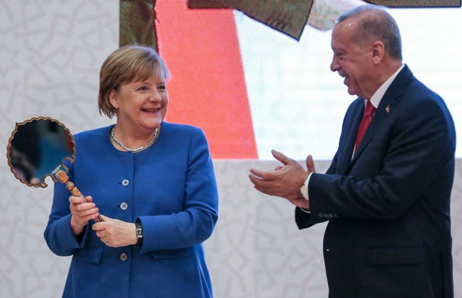 Όταν το Βερολίνο κλείνει το μάτι στην Άγκυρα, πρέπει να ανησυχούν Αθήνα και Λευκωσία