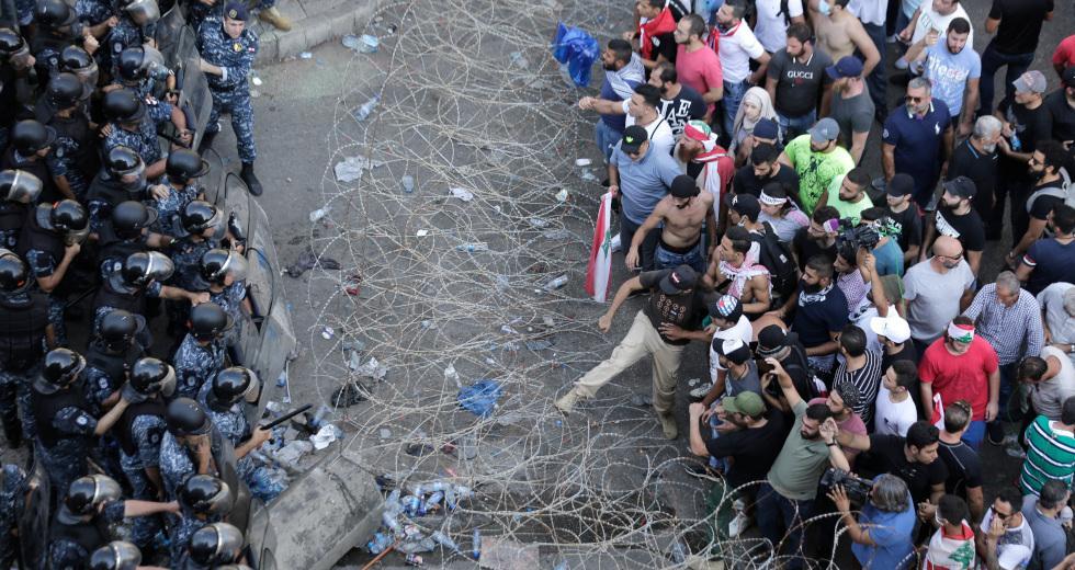 Εκτός ελέγχου η κατάσταση στο Λίβανο – Εισβολή διαδηλωτών στο ΥΠΕΞ και πυροβολισμοί στη Βηρυτό (Βίντεο)