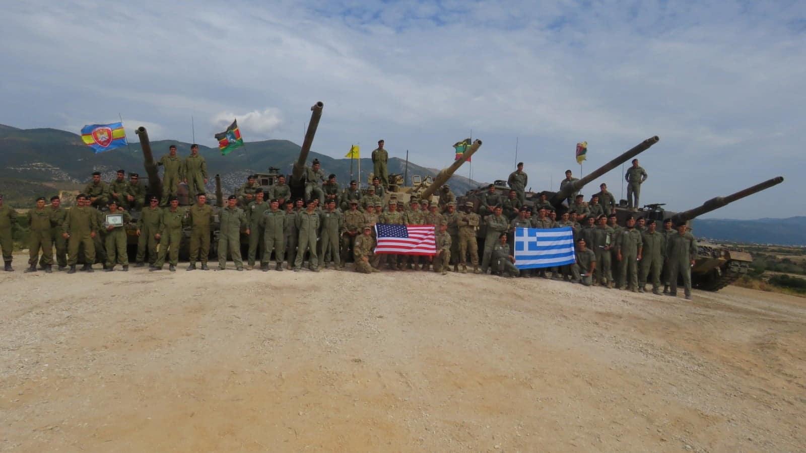 Οριακά, αλλά μπροστά από τον US Army ελληνικός ουλαμός αρμάτων της 211 ΕΜΑ!