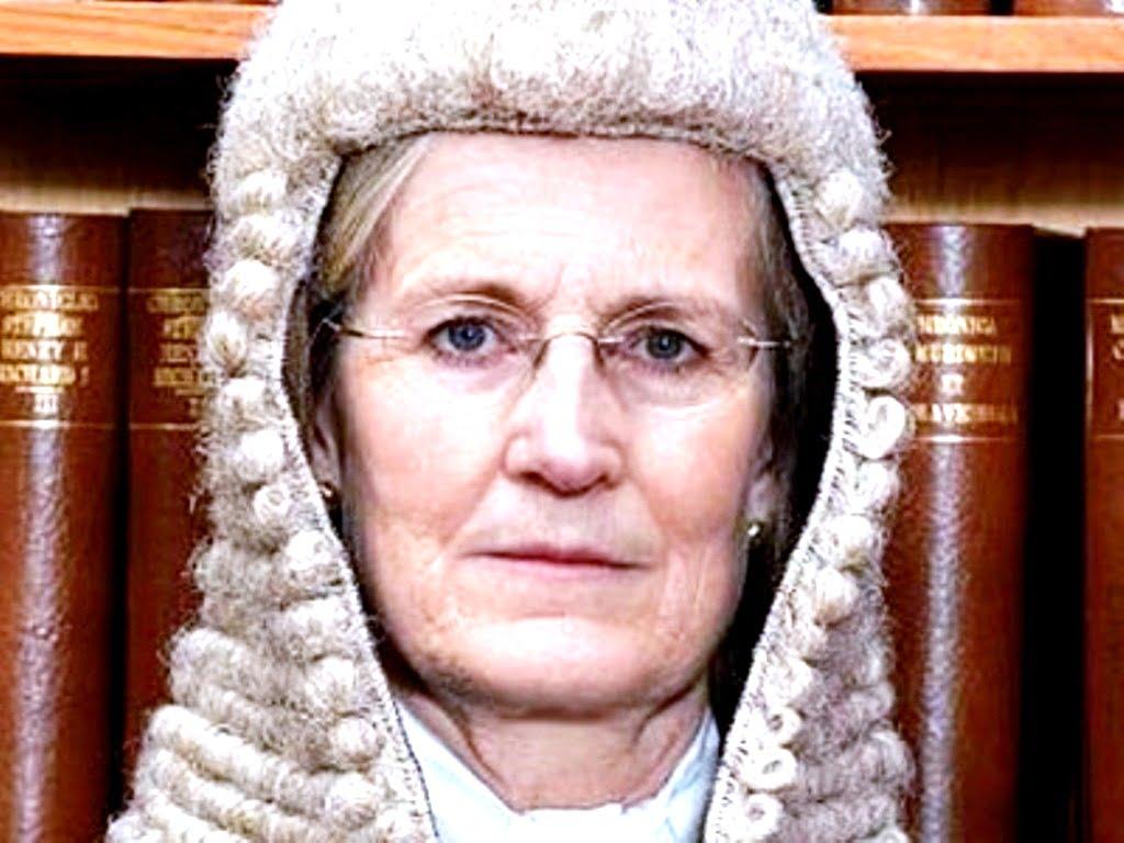 Ποιος είναι πίσω από την δικαστή που οργάνωσε την δίκη του Άσανζ;