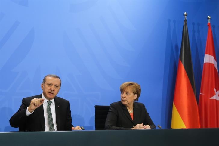 Επιμένει η Μέρκελ: «Μη τον Ερντογάν τάραττε»