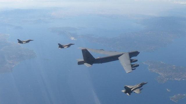 Ελληνικά F-16 συνόδεψαν και πάλι βομβαρδιστικά B-52 (εικόνες & βίντεο)