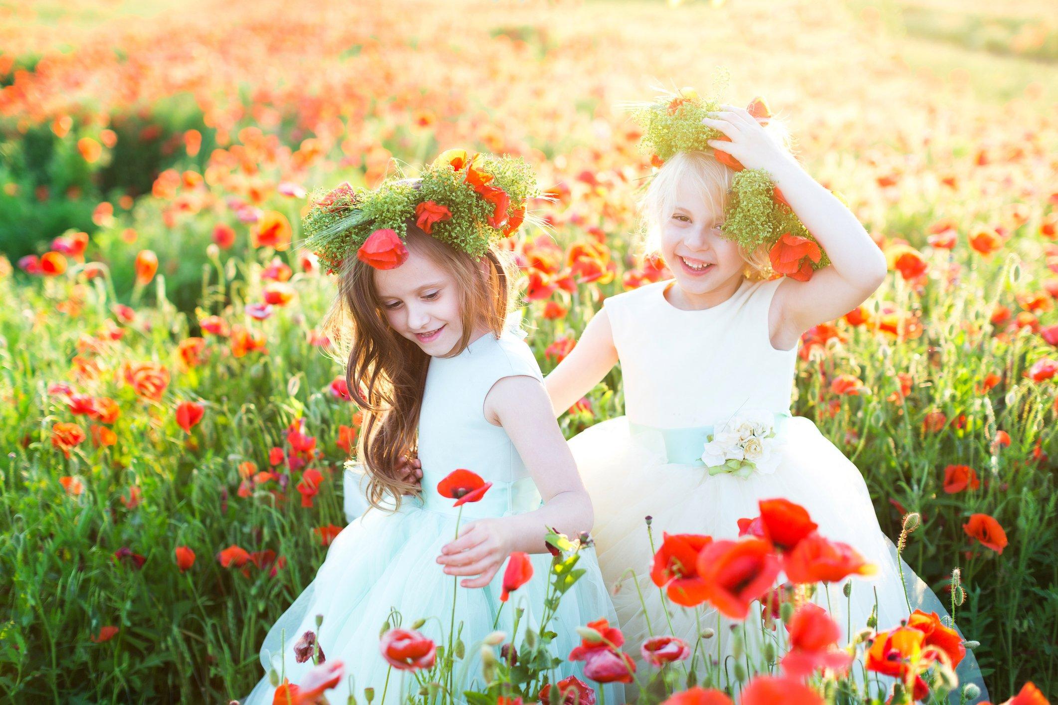 """""""Τρία πράγματα μας θυμίζουν τον χαμένο παράδεισο: το άρωμα των λουλουδιών, το κελάιδισμα των πουλιών και το γέλιο των παιδιών""""."""