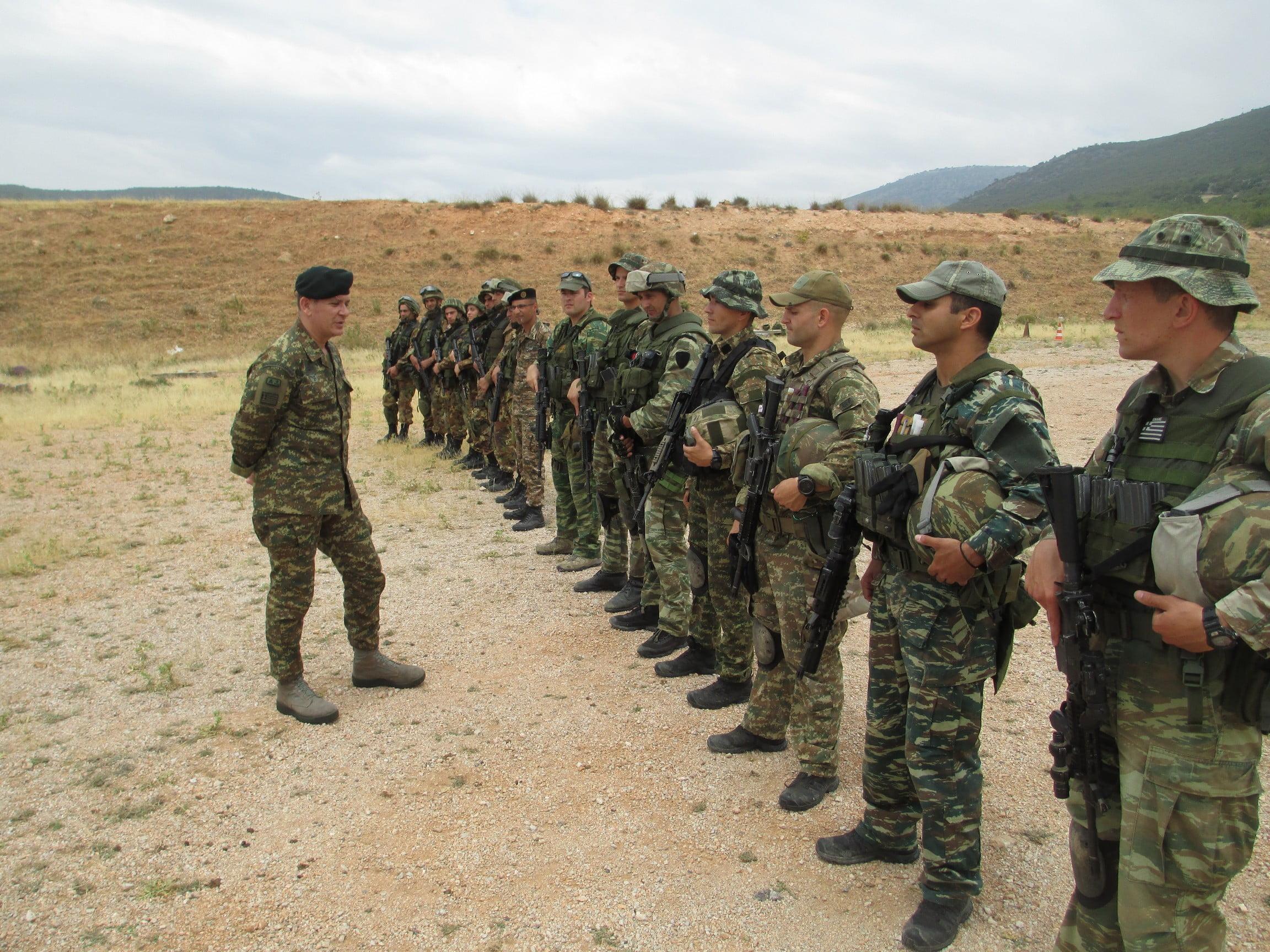 Έλληνες εκπαιδευτές των Αρμενίων κομάντος
