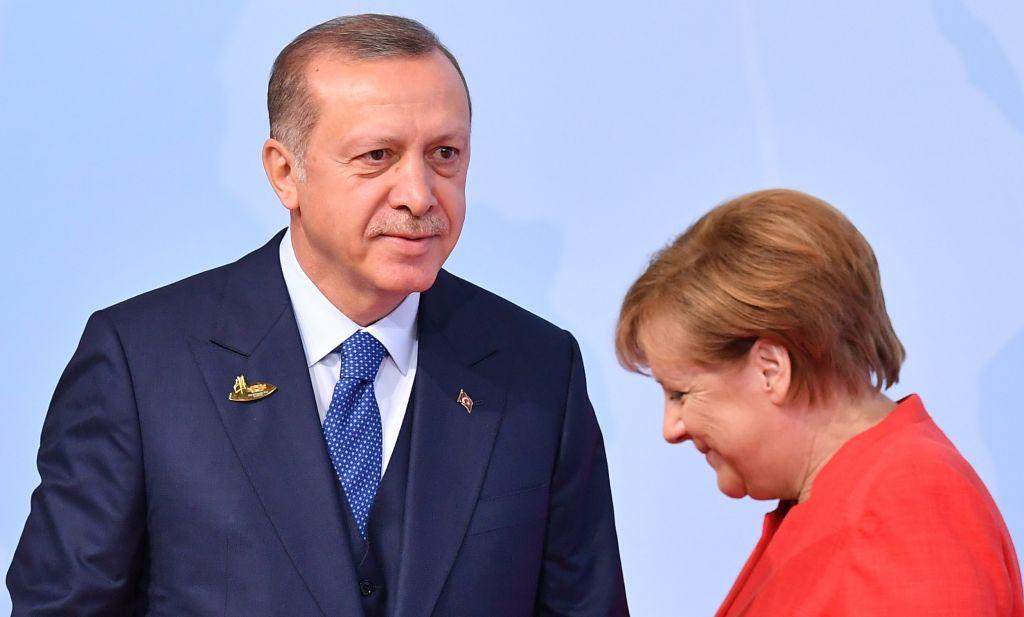 Τουρκικά ΜΜΕ: Ο Ερντογάν σκοπεύει να παραπονεθεί στη Μέρκελ για τον τεράστιο σταυρό στον Έβρο