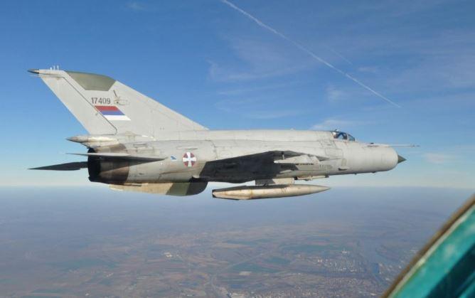Συνετρίβη αεροσκάφος MIG-21 στην δυτική Σερβία – Νεκρός ο ένας πιλότος