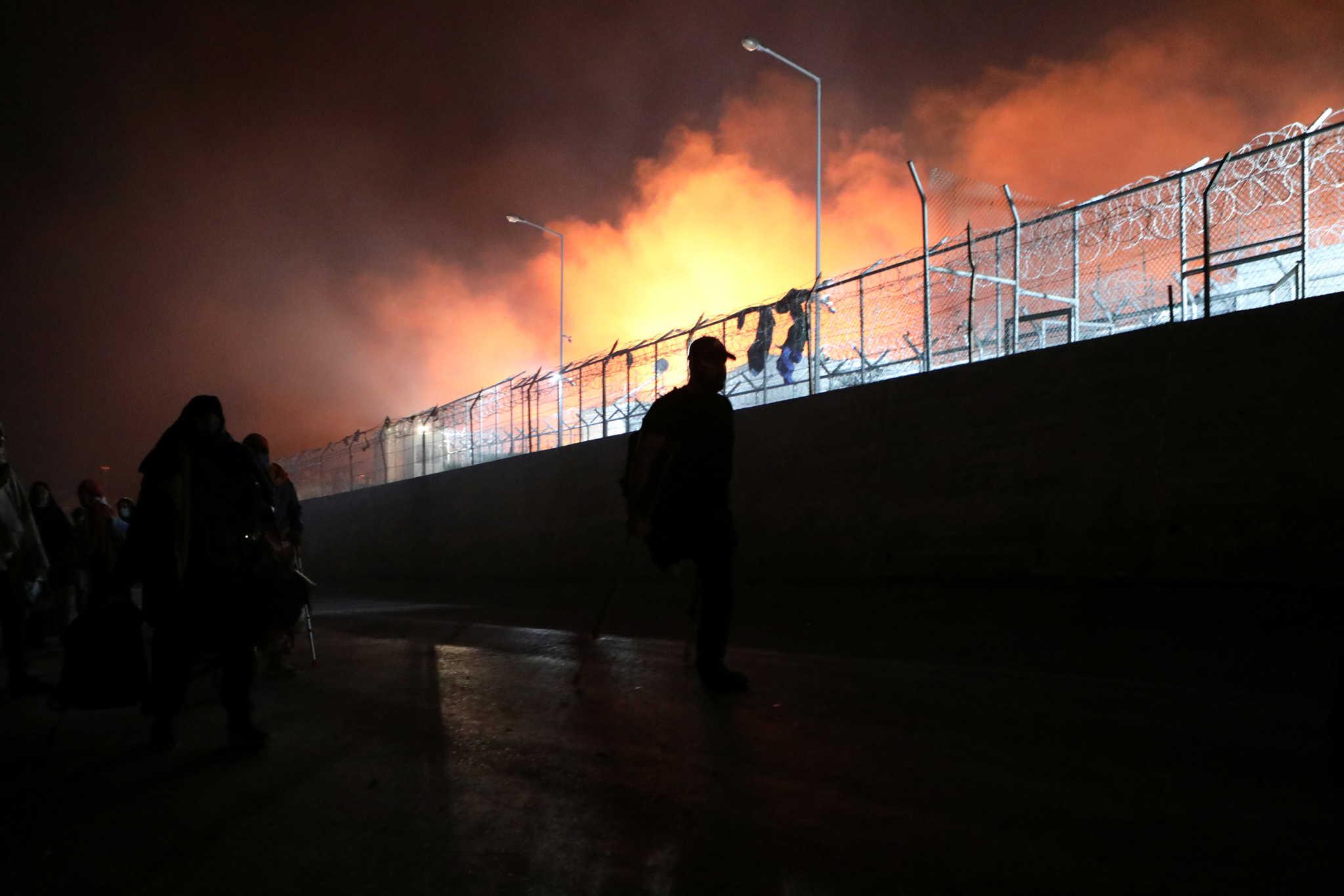 Μόρια: Αποκαλυπτικά τα ευρήματα ΕΥΠ και Αντιτρομοκρατικής για τη φωτιά στο κέντρο υποδοχής προσφύγων