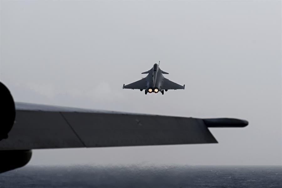 Frankfurter Allgemeine Zeitung: Γαλλικά Rafale «εναντίον» γερμανικών Eurofighter και η αγορά από την Ελλάδα