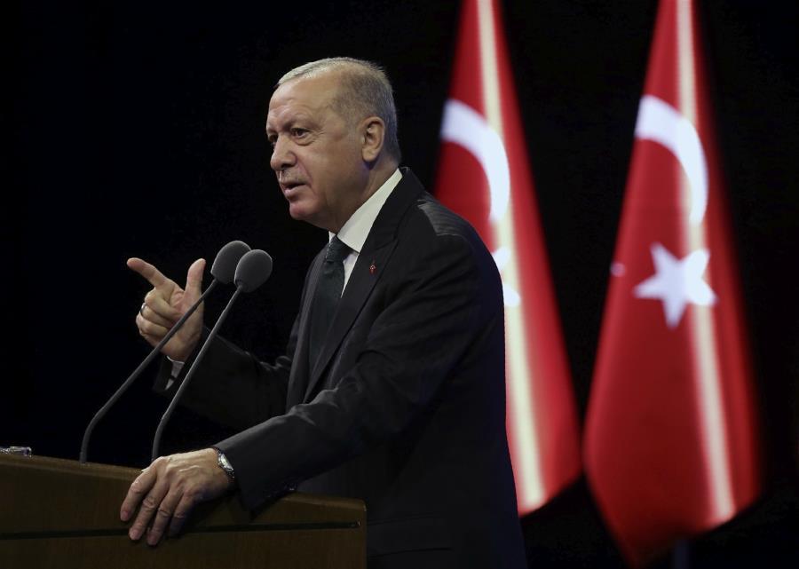 «Παιχνίδια» Ερντογάν με την ΕΕ, δυσφορία με Πομπέο και χάσμα με Κάϊρο