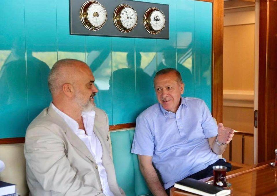 Η συνάντηση του Ράμα με τον Ερντογάν λίγο πριν φτάσει στην Αθήνα