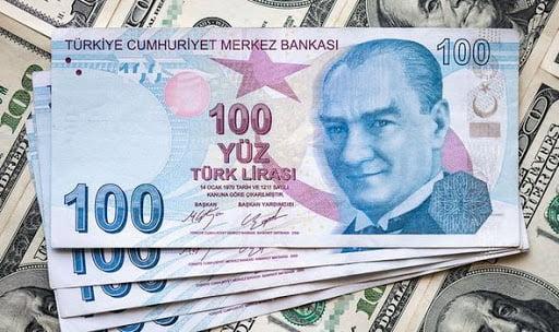 Η τουρκική λίρα καταρρέει συμπαρασύροντας κολοσσούς της χώρας