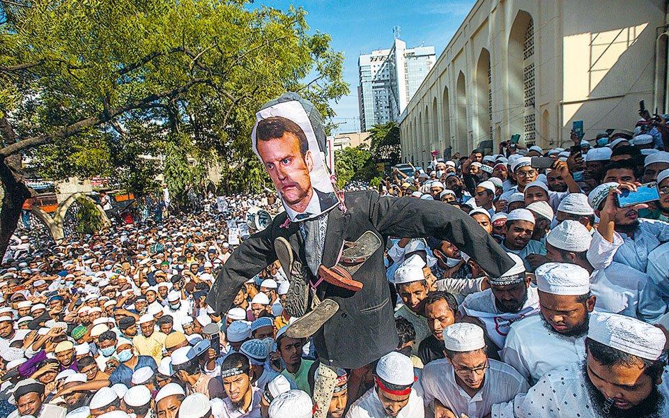 Το Ισλάμ επιτίθεται – «Σπίθα» διαδηλώσεων κατά Γαλλίας