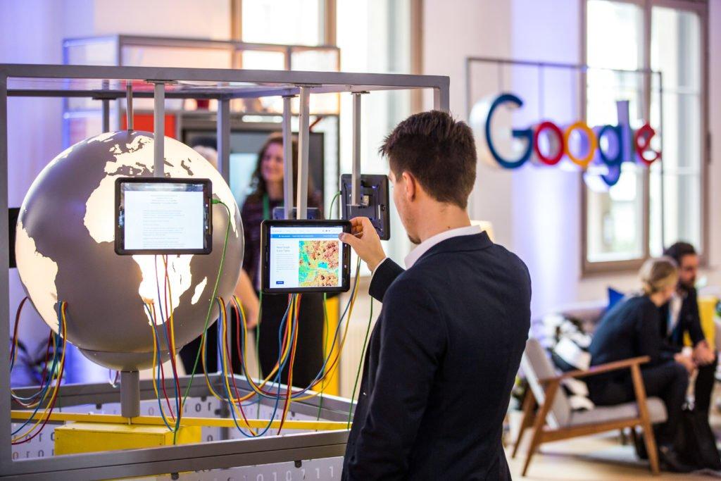 Δικαιώματα σε εκδότες ειδησεογραφικού περιεχομένου ξεκινά να καταβάλει η Google