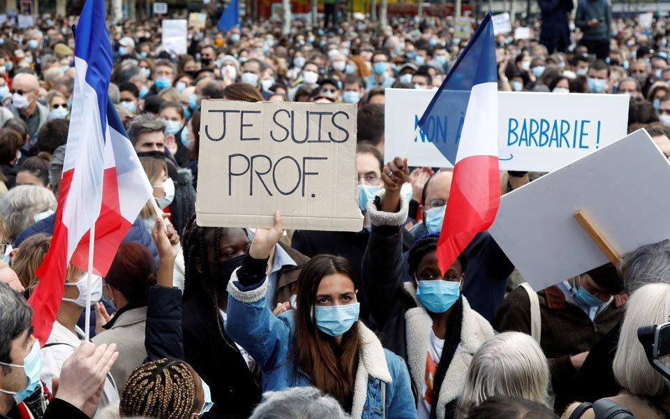 Εκτός νόμου τίθενται οι Γκρίζοι Λύκοι στη Γαλλία