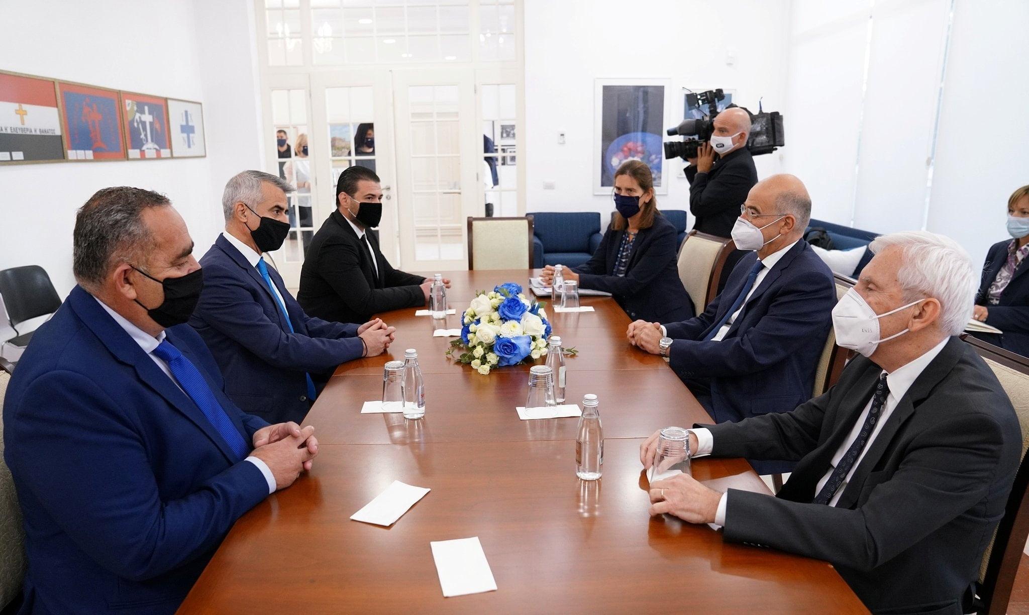 Συνάντηση Δένδια με εκπροσώπους της Ελληνικής Μειονότητας