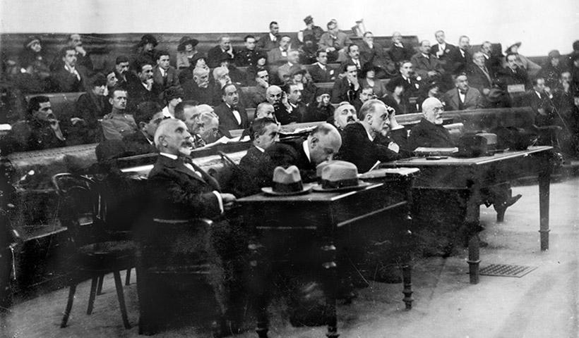 Σαν σήμερα ξεκινά η Δίκη των Έξι στην Παλαιά Βουλή