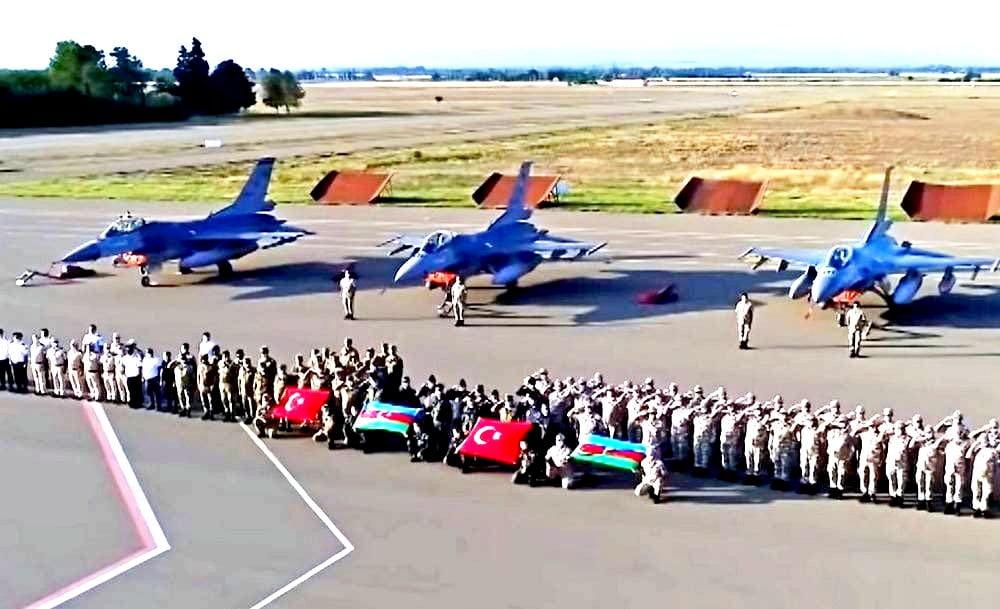 Από χθες, η αρμενική αεροπορία βομβαρδίζει τις στρατιωτικές αεροπορικές βάσεις του Αζερμπαϊτζάν απ΄όπου επιχειρούν τούρκικα F16..