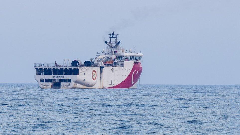 Ελληνοτουρκικά: Θρίλερ με το Oruc Reis – Πλέει 12 ναυτικά μίλια μακριά από το Καστελόριζο