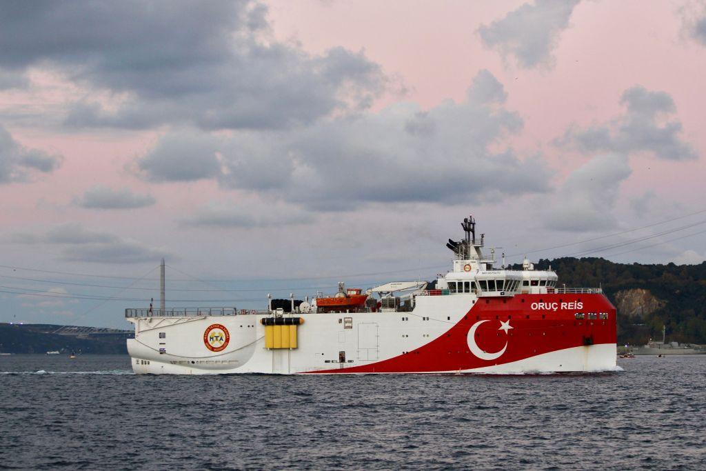 Η μετατόπιση της ελληνικής «κόκκινης γραμμής» για τις τουρκικές έρευνες και τα στρατηγικά διλήμματα