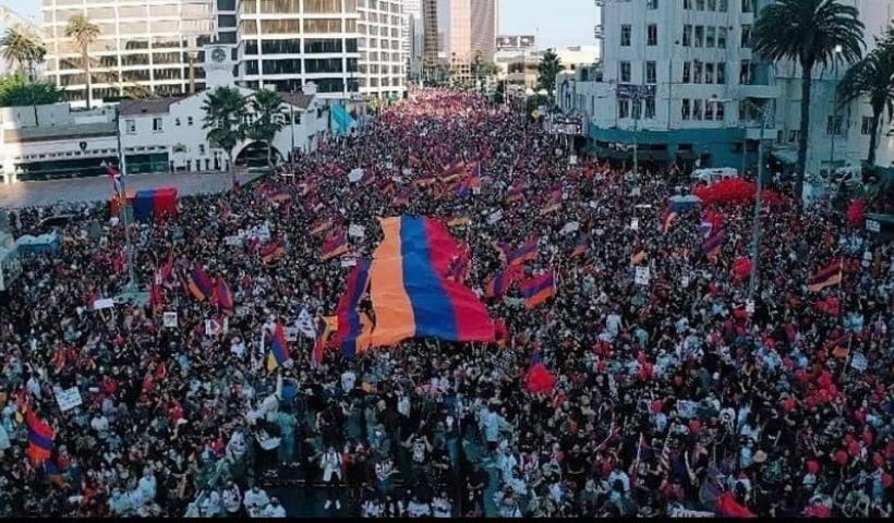 ΗΠΑ: Μεγαλειώδης πορεία Αρμενίων προς το τουρκικό προξενείο στο Λος Άντζελες (φωτο)