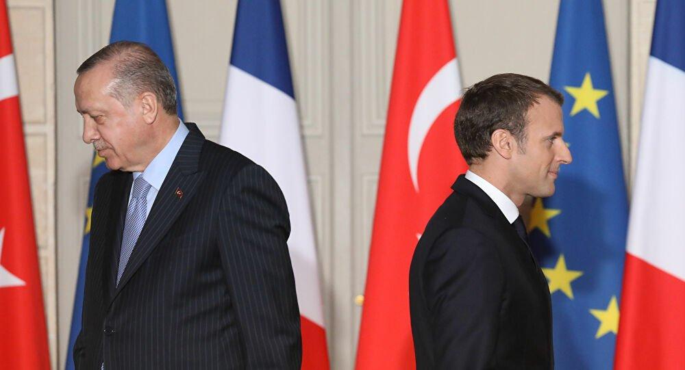 Τι κρύβεται πίσω από τη σύγκρουση Μακρόν-Ερντογάν; Τα «κέρδη», οι κυρώσεις και η σχέση Γαλλίας-Ισλάμ