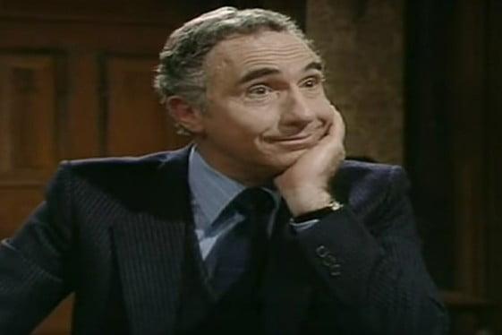 Εγώ να σας προφυλάξω θέλω, κύριε υπουργέ