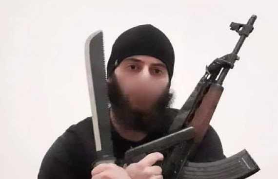 Mια μαχαίρα, ένα πολυβόλο Zastava M70AB2 και ένα πιστόλι TT βρέθηκαν πάνω στον σκοτωμένο τρομοκράτη της επίθεσης στην Αυστρία