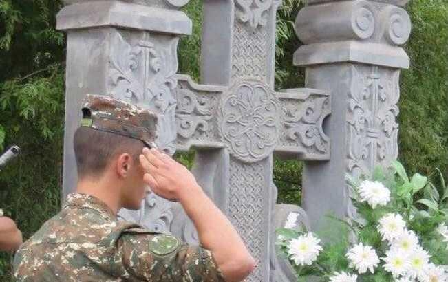Αζέροι στρατιώτες βεβήλωσαν την σταβρόπετρα (χατσκάρ) στο Κασατάχ του Αρτσάχ