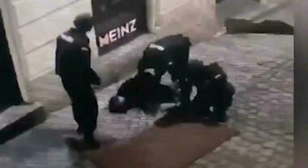 """Ποιοι είναι τα ισλαμικά """"Λιοντάρια των Βαλκανίων"""" που αιματοκύλισαν τη Βιέννη"""