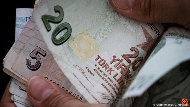 Ο Ερντογάν καρατομεί τον κεντρικό τραπεζίτη