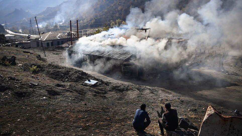 Ναγκόρνο Καραμπάχ: Σκηνές ξεριζωμού για τους Αρμένιους μετά τη συνθηκολόγηση-«ήττα»
